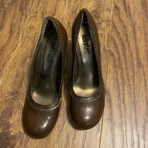 Brown pumps - good used condition